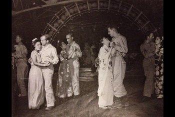 進駐軍専用「キャバレー歌舞伎(大阪・難波新地:1945年9月30日).jpg