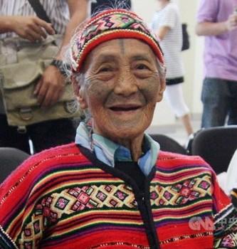 台湾タイヤル族、最後の「紋面」女性1.jpg