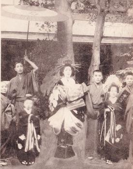 新吉原花魁道中(大文字楼・不詳)4(3)大巻?.jpg